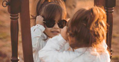 Dieťa a slnečné okuliare